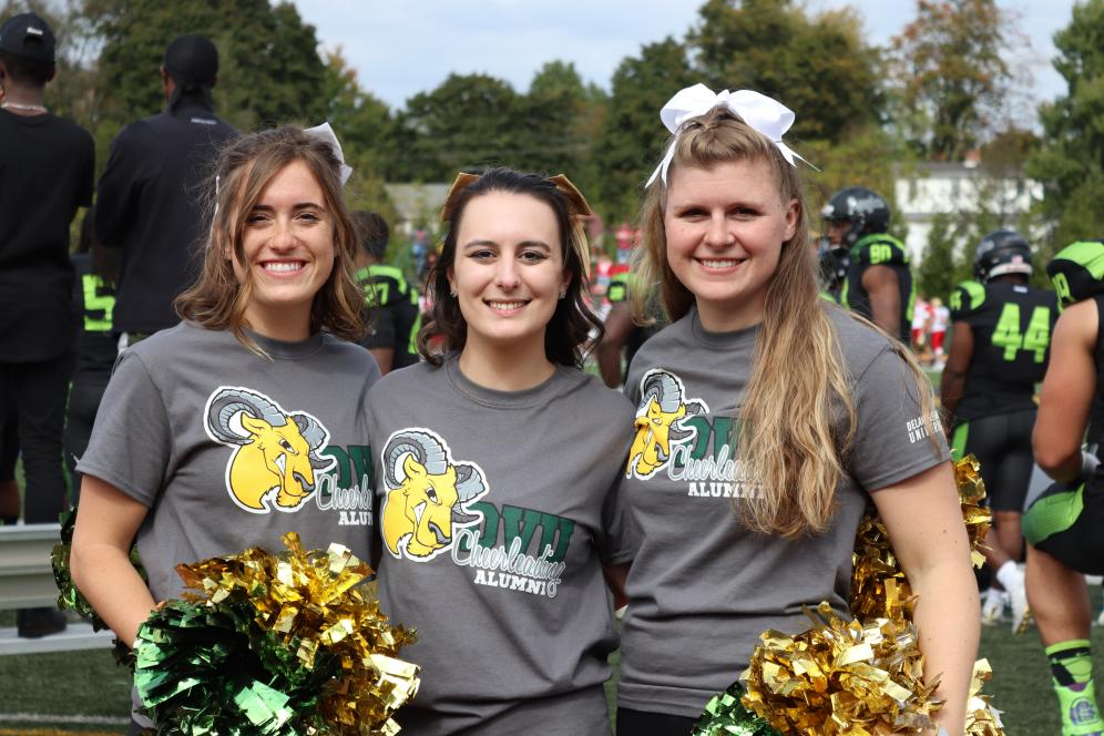 Del Val cheerleaders.